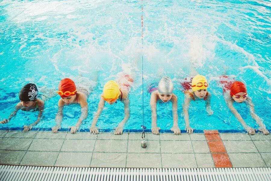 Varför är det så viktigt för barn att lära sig simma?