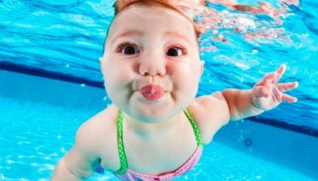 baby under vatten