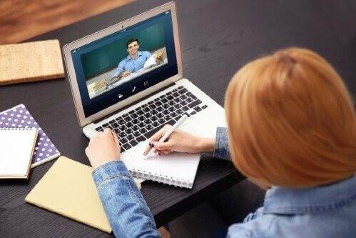 Distansutbildning: Fördelar och nackdelar