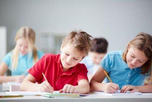Motivera dina barn att studera: 7 användbara tips