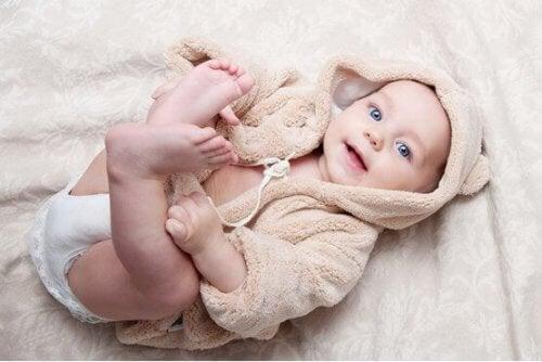 De första dagarna av din bebis fysiska utveckling