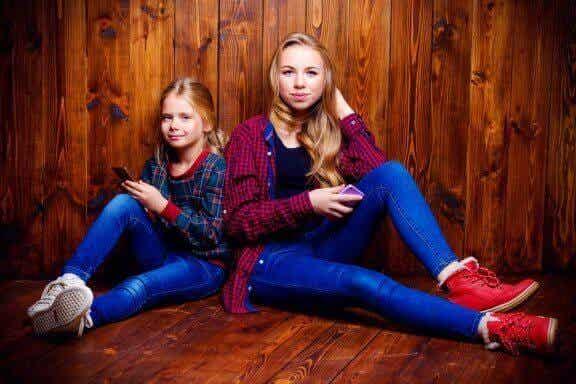 Vad påverkar förhållandet mellan syskon under tonåren?