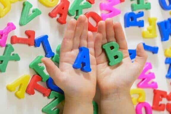 5 sätt att främja språkförvärv hos barn