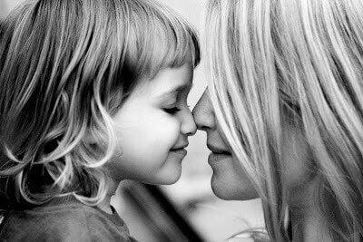 Mor med sin dotter.