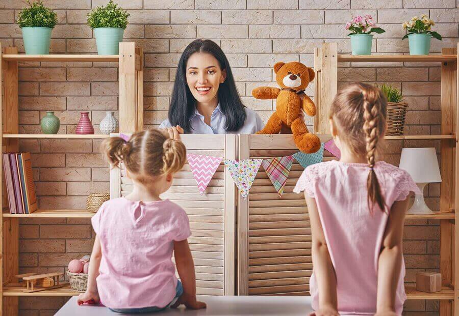 aktiviteter för barn hemma: dockteater