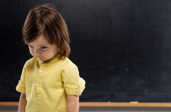 Hur man övervinner blyghet under barndomen