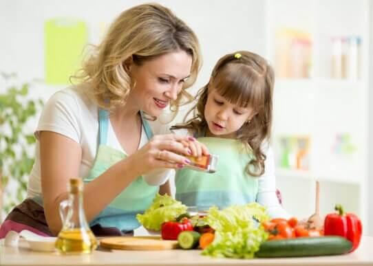 Hur du sysselsätter barnen medan du lagar middag