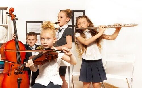 Barn spelar klassisk musik