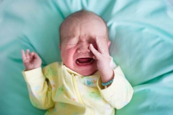 När din bebis plötsligt vaknar och gråter