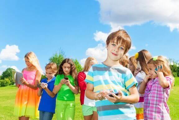 När bör man låta barn börja använda sociala medier?