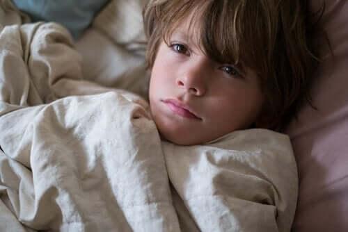 Barn med mardröm kan inte sova.