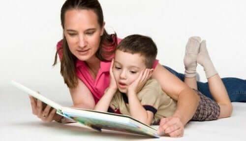 Läs böcker på målspråket för ditt barn.