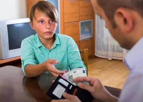 Barn ber om pappas kreditkort