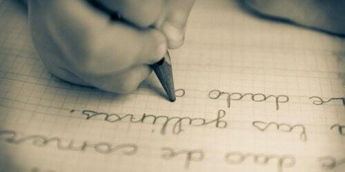 Barn som skriver.