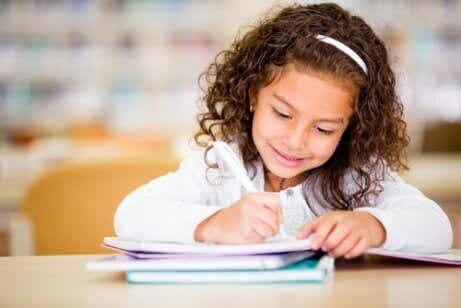 7 sätt att uppmuntra kreativt skrivande hos barn