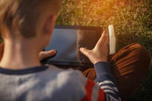 Hur man kan hålla barnen säkra på nätet