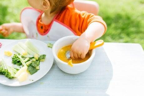 BLW-metoden: Kan barn lära sig att äta på egen hand?