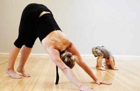 4 fördelar med yoga för bebisar