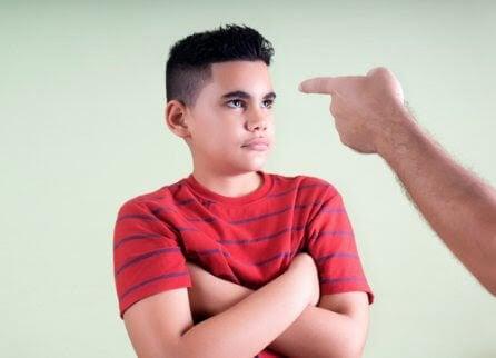 Alltför stränga föräldrar: Problem och konsekvenser