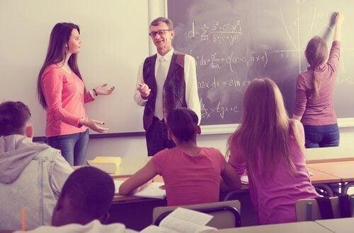 klassrum med gymnasieelever