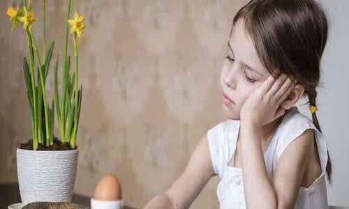 Viktminskning hos barn: Symptom, orsaker och behandling