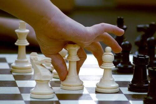 barn flyttar schackpjäs