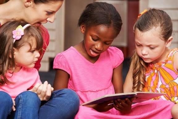 Vilka är de olika metoderna för att lära ut läs- och skrivkunnighet?