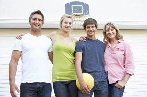 överväldigad i familjerelationen: familj med basketboll