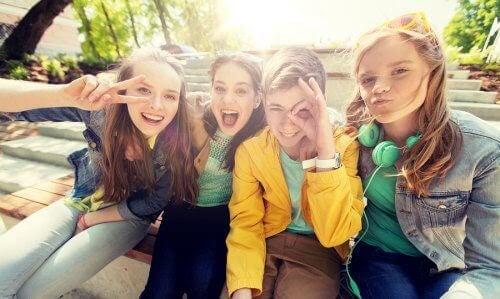 känslomässiga intelligens: fyra tonåringar