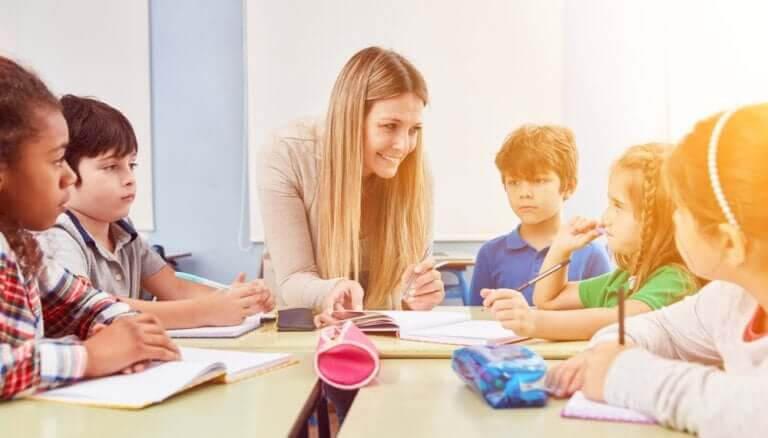 barnpedagogik: lärare med elever