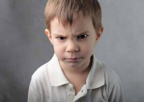 Barn som blir arga över precis allt