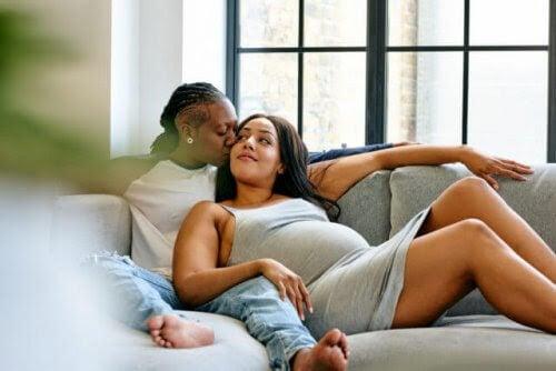 Gravid med sin partners ägg: Äggdonation inom samkönade par