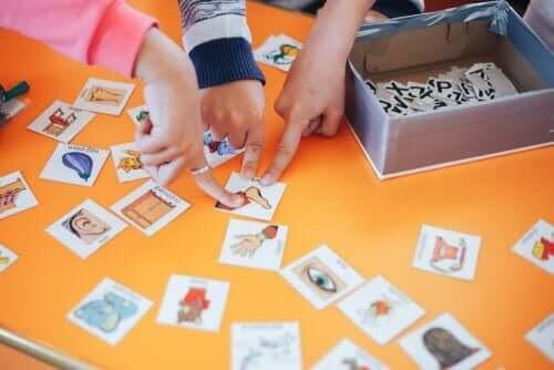 Enkla tips för att lära ditt barn ett andra språk