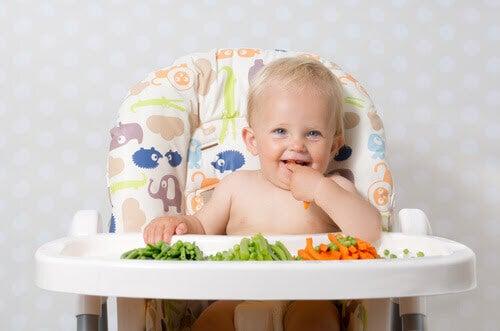 baby som vill äta mer grönsaker