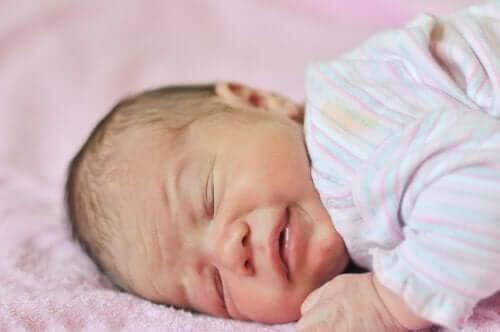 Anemi hos spädbarn: Orsaker, manifestationer och behandling