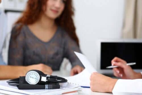 Rh-inkompatibilitet: kvinna hos läkare