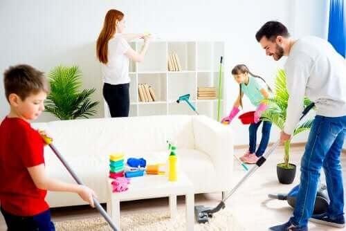 Hur man motiverar sina barn att hjälpa till med hushållsarbetet
