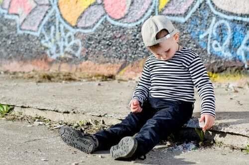 Vad är skillnaderna mellan blyga och introverta barn?