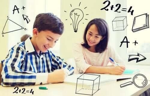 matematisk intelligens: pojke och flicka omgivna av matematiska symboler