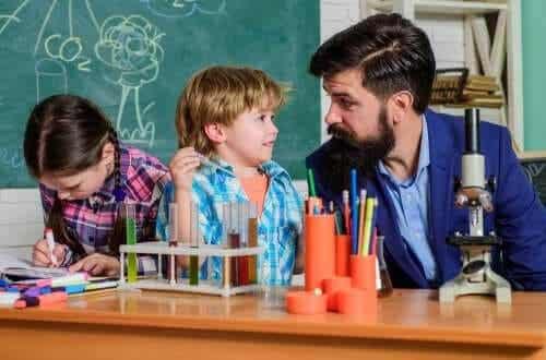 Allt du behöver veta om kritisk pedagogik