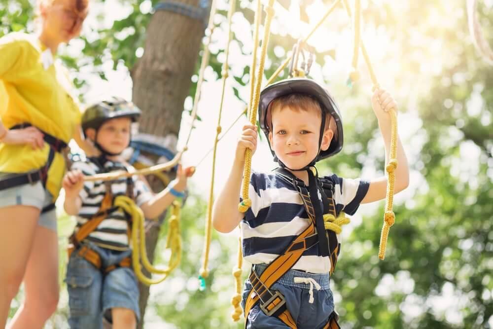 barn åker zipline