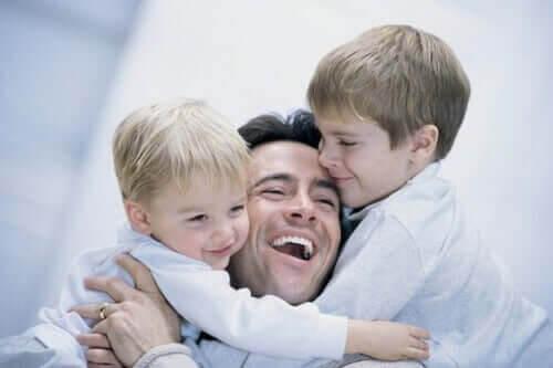 Ödmjukhet: pappa med två barn