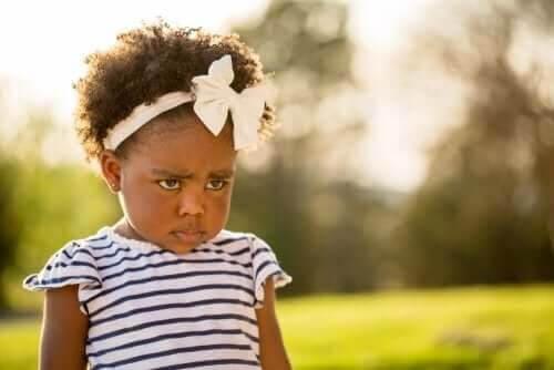 """nej""-stadiet: flicka ser bestämd ut"