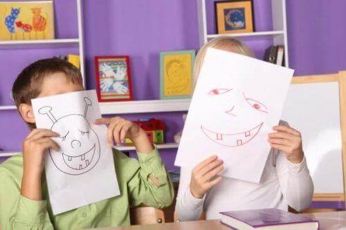 Barnens konst utvecklas genom olika stadier