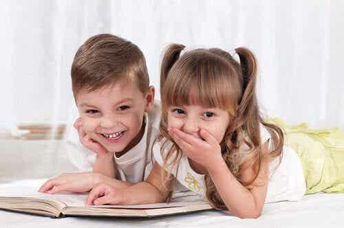 7 lekar och aktiviteter för att lära sig läsa