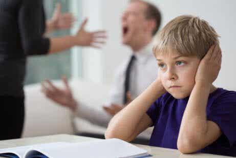 Hur man hanterar bråk framför barn