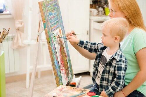 Konstterapi: mamma och baby målar