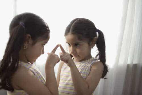 Vad är självuppfattning och hur utvecklas den?