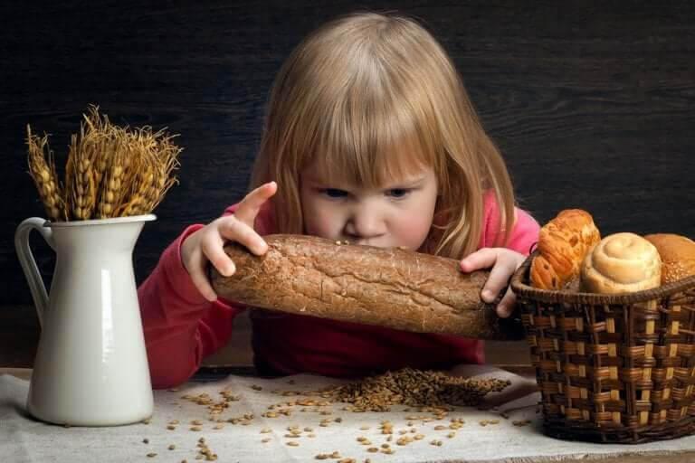 glutenkänslighet som inte är celiaki: flicka med bröd