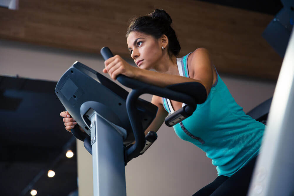 presentidéer: tonåring på träningsmaskin